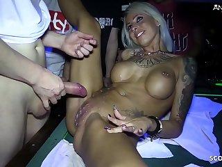 Bondage Gangbang Sperma schlucken